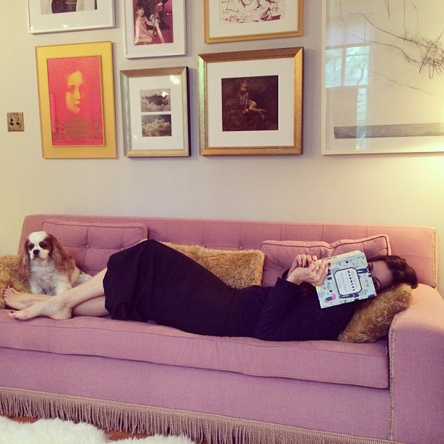 Liv_Tyler_Sofa_2 & Liv Tyler\u0027s Gorgeous Sofa + the Scoop on Her New Book on Etiquette ...
