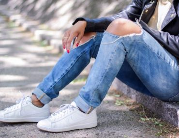 Tips-for-keeping-white-sneakers-bright-nicole-gibbons-11