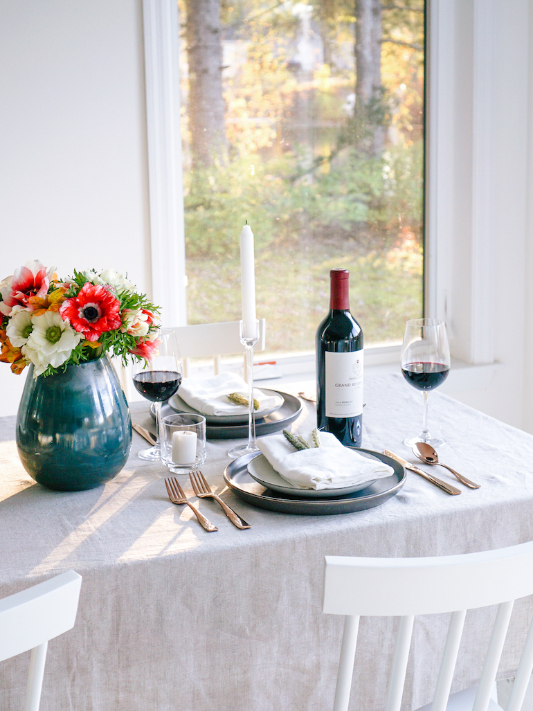 Modern_Thanksgiving_Friendsgiving_Table_Setting_6