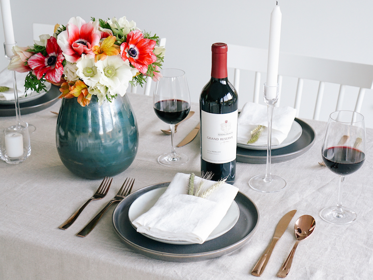 Modern_Thanksgiving_Friendsgiving_Table_Setting_7