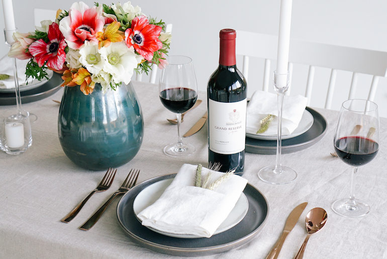 Friendsgiving Table Inspiration